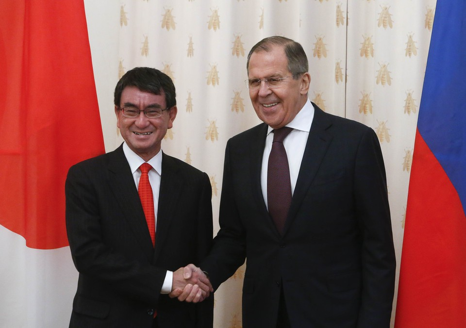 Таро Коно и Сергей Лавров