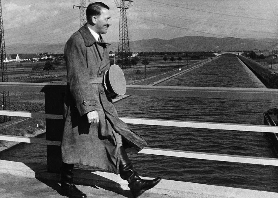 ФБР рассекретило документы: Свидетель утверждал, что Гитлер сбежал в Аргентину на подводной лодке. Но его показания так и не смогли проверить
