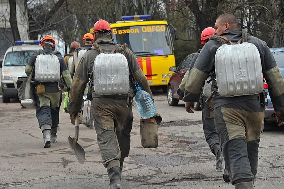 Очевидец взрыва на шахте в Донбассе: Чудес не бывает. Двух горняков достали. У остальных 15 - шансов нет