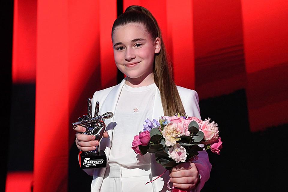 Девочка, родившаяся в семье миллиардера, которую воспитала одна из самых популярных певиц России, приходит в телешоу наравне с простыми смертными. Фото Максима Ли