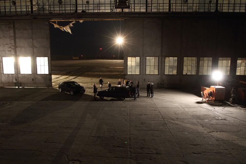 """Съёмки на территории ангара, в котором раньше ремонтировали самолеты. Фото: пресс-служба компании """"Агроком"""""""