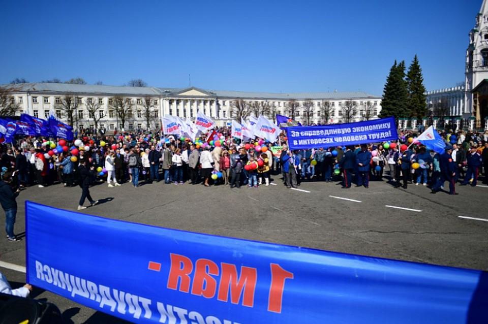 Под звуки марша ярославцы прошли по Свободе и Трефолева через площадь Волкова