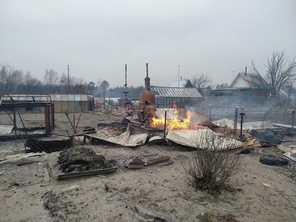 Огонь уничтожает деревни. Фото: vk.com/chp45