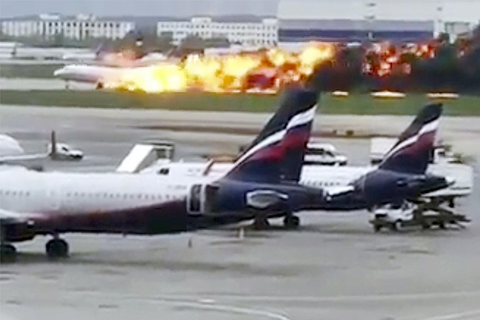 Самолет загорелся не в воздухе, а загорелся после приземления. То есть в результате удара о землю