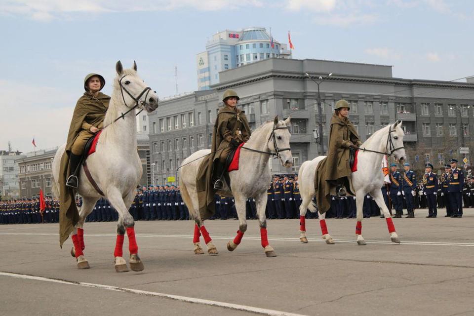 Парад Победы по традиции начался в 12 часов.