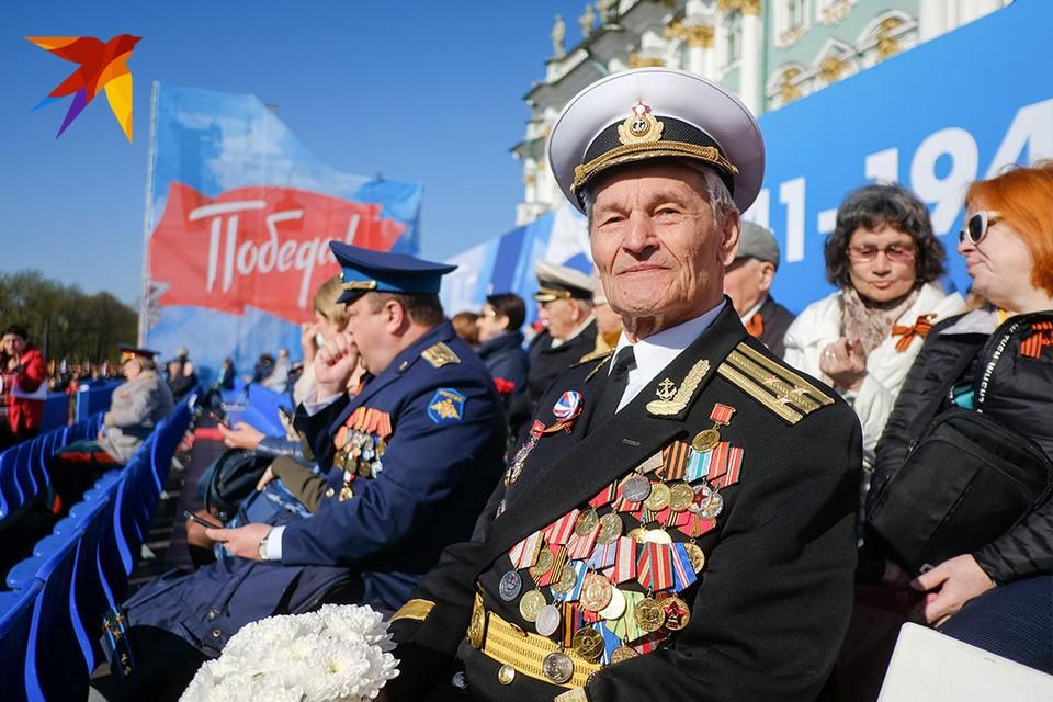 Парад Победы на Дворцовой площади в Санкт-Петербурге