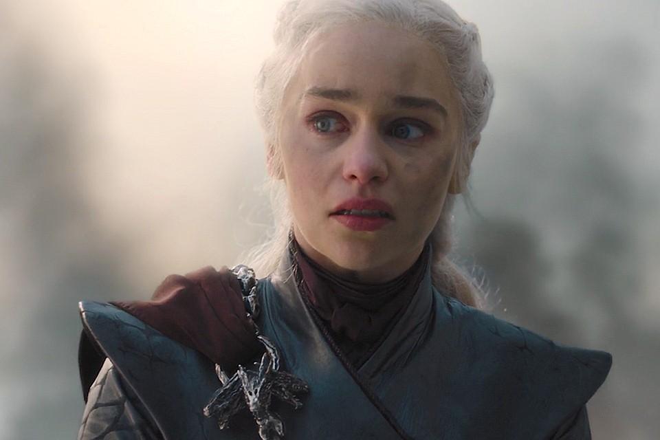 Актриса Эмилия Кларк в роли Королевы Дейнерис Таргариен в пятом эпизоде последнего сезона сериала.