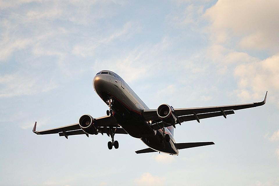 Самолет «ЮТэйр» возвращается в аэропорт из-за неубранного шасси
