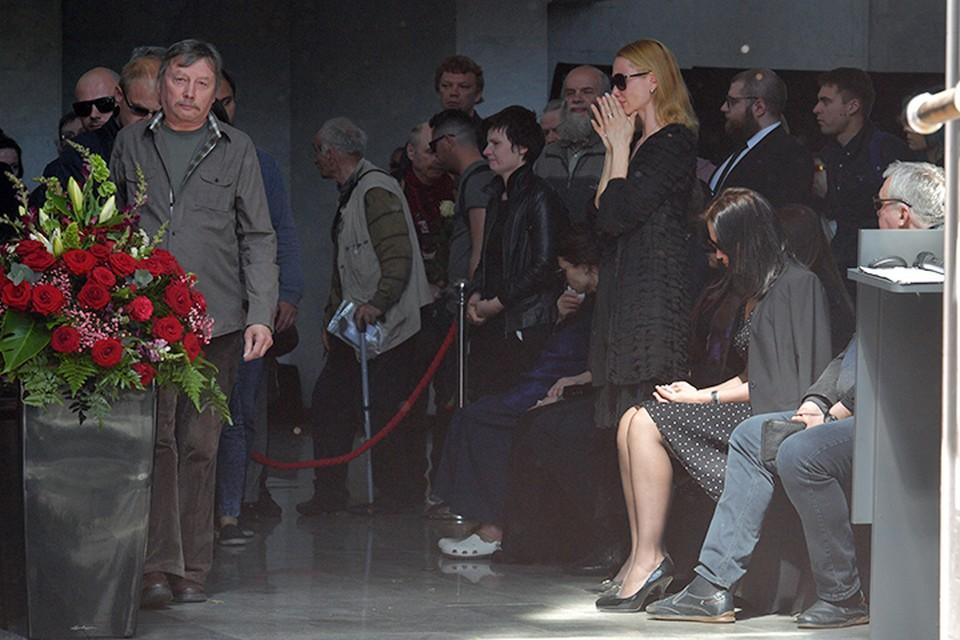 Родственники, друзья и поклонники творчества Сергея не сдерживали слез