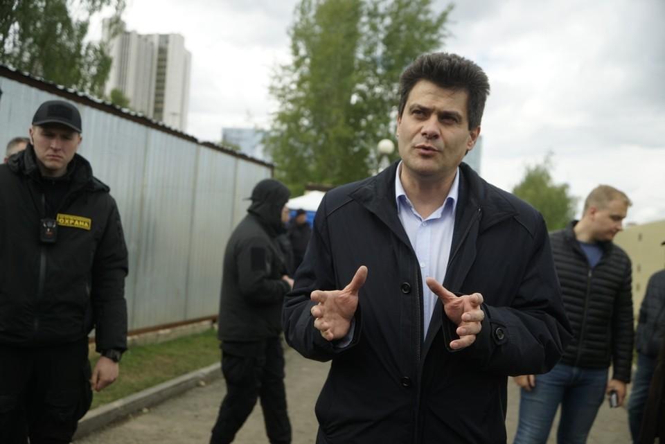 Инспекция по скверу состоялась сразу после обсуждений активистов и мэра в Администрации