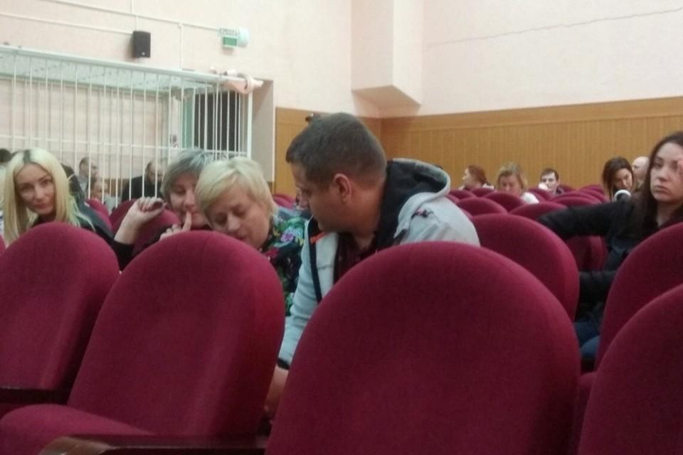 """Потерявший в пожаре в """"Зимней вишне"""" всю семью Игорь Востриков пришел в суд дать показания"""