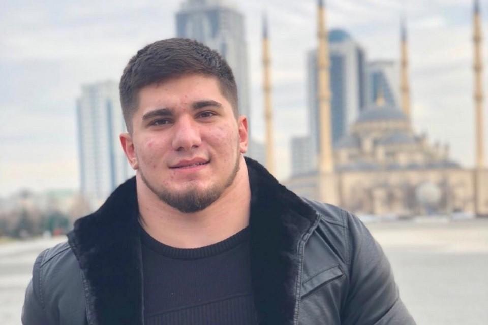 Асхаб Тамаев получил прозвище «чеченский Халк» за удивительно мощное тело и шею