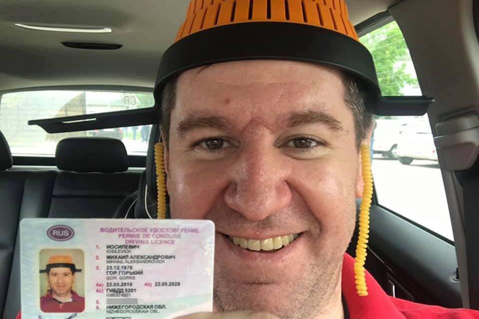 Нижегородец получил водительские права с фотографией в дуршлаге на голове