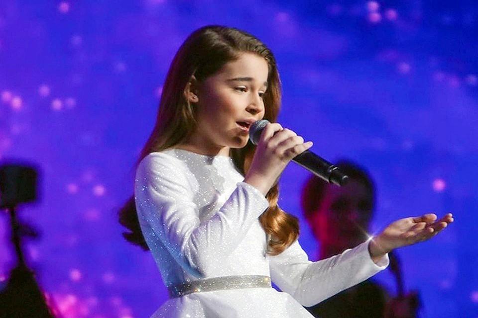 По замыслу дети должны были спеть вместе с дочерью Алсу и в этом спецвыпуске, но Абрамовы на съемку не явились
