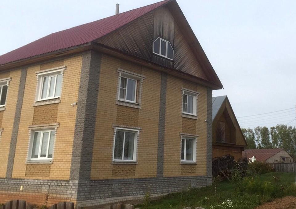 При обысках ФСБ обнаружило документы на дом, который не был указан в декларации о доходах. Фото: УФСБ России по Кировской области