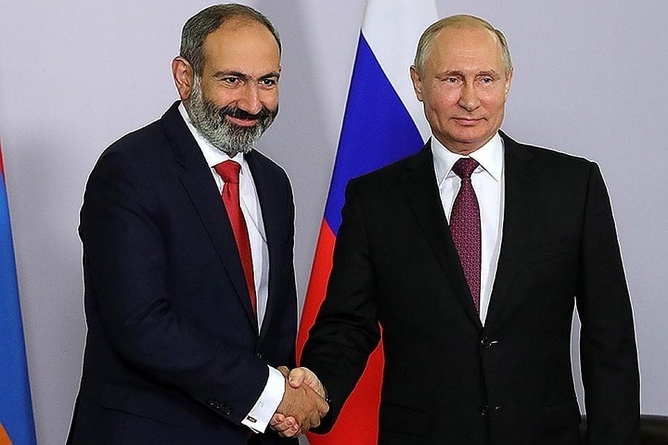 Пашинян приехал на деловую встречу к Путину в Константиновский дворец