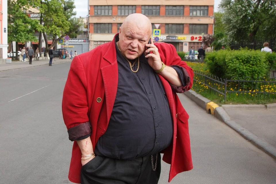 В новом «Ленинграде» «будут сжигания автомобилей, будет файер-шоу, будут девки голые на сцене».