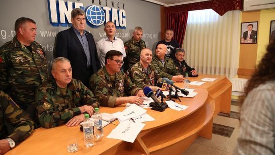 Молдавские журналисты устроили флешмоб: все ушли с пресс-конференции ветеранов войны МВД