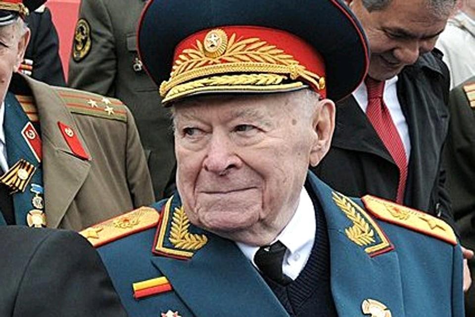 Генерал армии в отставке Ф. Д. Бобков на военном параде на Красной площади, 9 мая 2012 года.