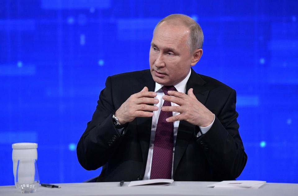 Путин выступает на Прямой линии