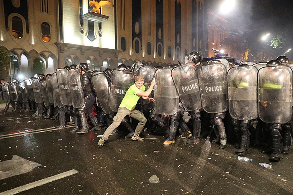 В Москве происходящее в Грузии назвали провокацией