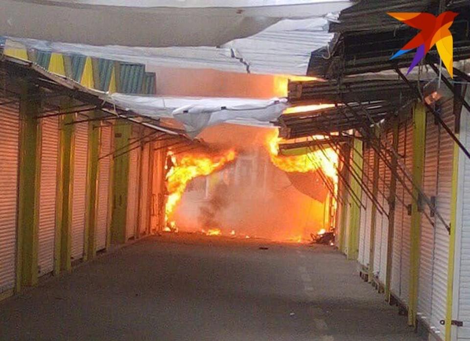 В Энгельсе горит один из крупнейших рынков города