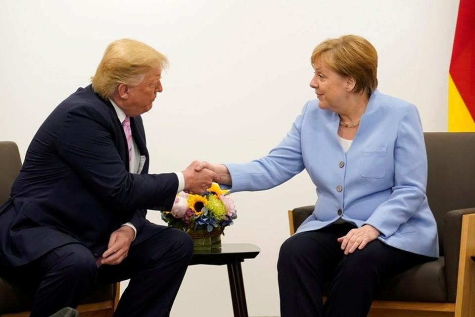 Президент США Дональд Трамп и канцлер Германии Ангела Меркель на встрече в Осаке