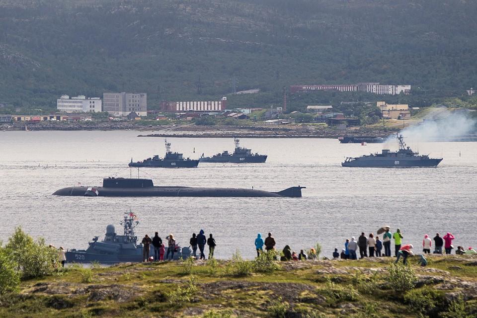 Корабли ВМФ России в гавани военно-морской базы Североморск.