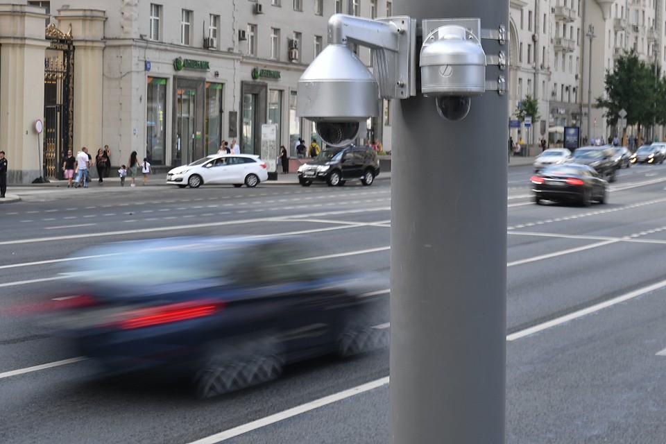 Камеры видеофиксации нарушений о парковке на Тверской улице.