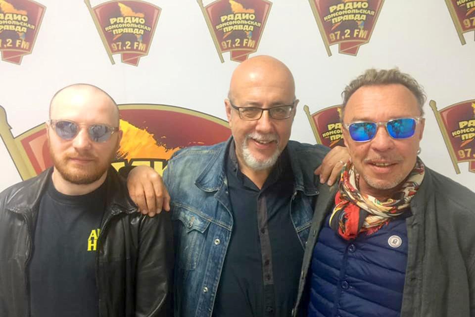 Гарик Сукачёв и его сын, кинорежиссер Александр Королёв (на фото слева) в гостях у Давида Шнейдерова на Радио «Комсомольская правда».