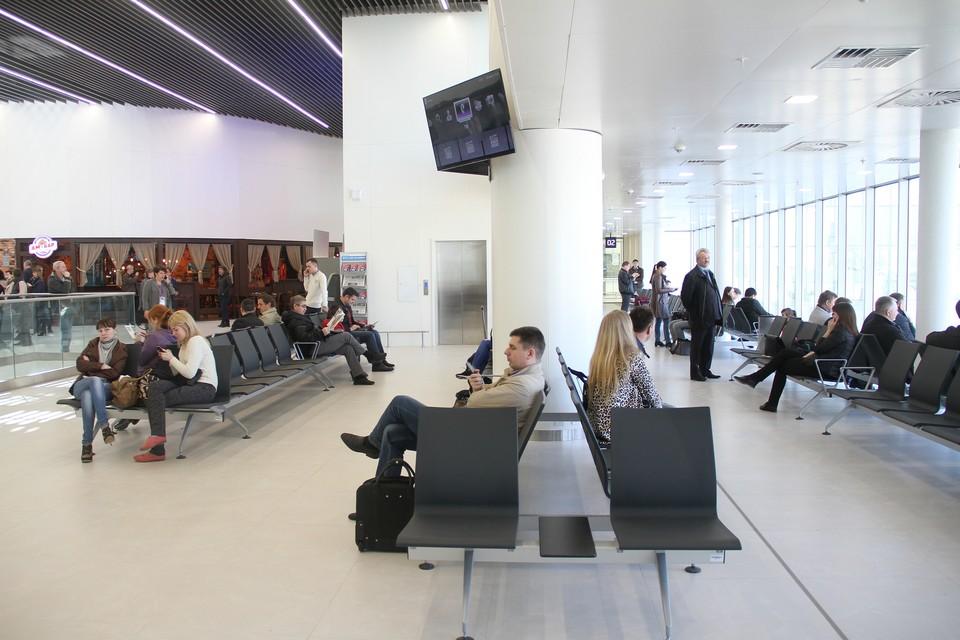 Пассажиры не сумели попасть на рейс Нижний Новгород - Сочи авиакомпании Red Wings из-за того, что им не хватило мест в самолете.