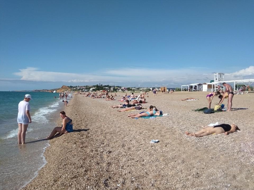 Широкие пляжи Любимовки позволяют разместиться с комфортом