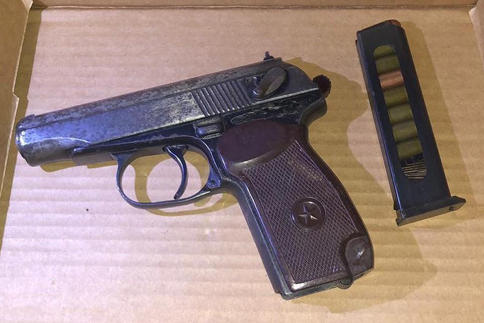 Изъятый у буйного водителя пистолет.