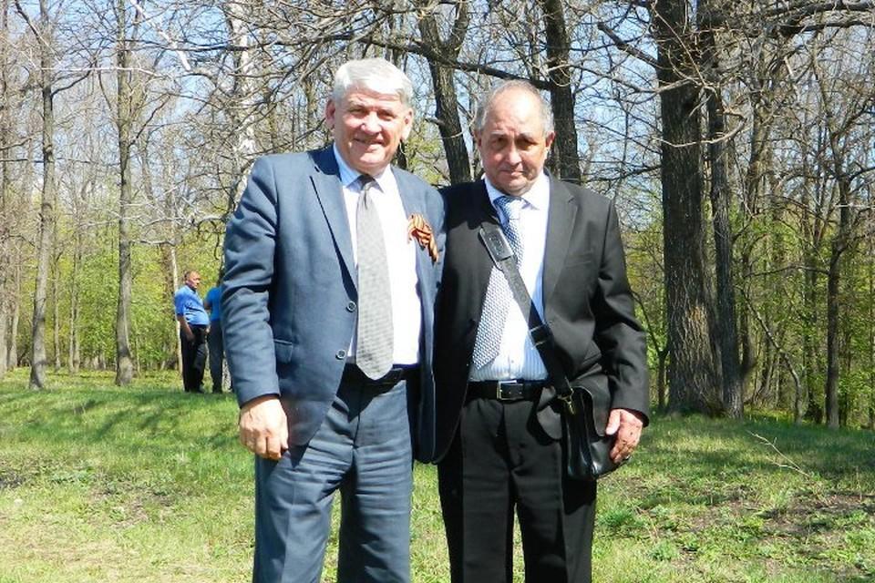 Наиль Давлетов (на фото справа) хочет разыскать родственников бойцов Фото: из личного архива Наиля Давлетова