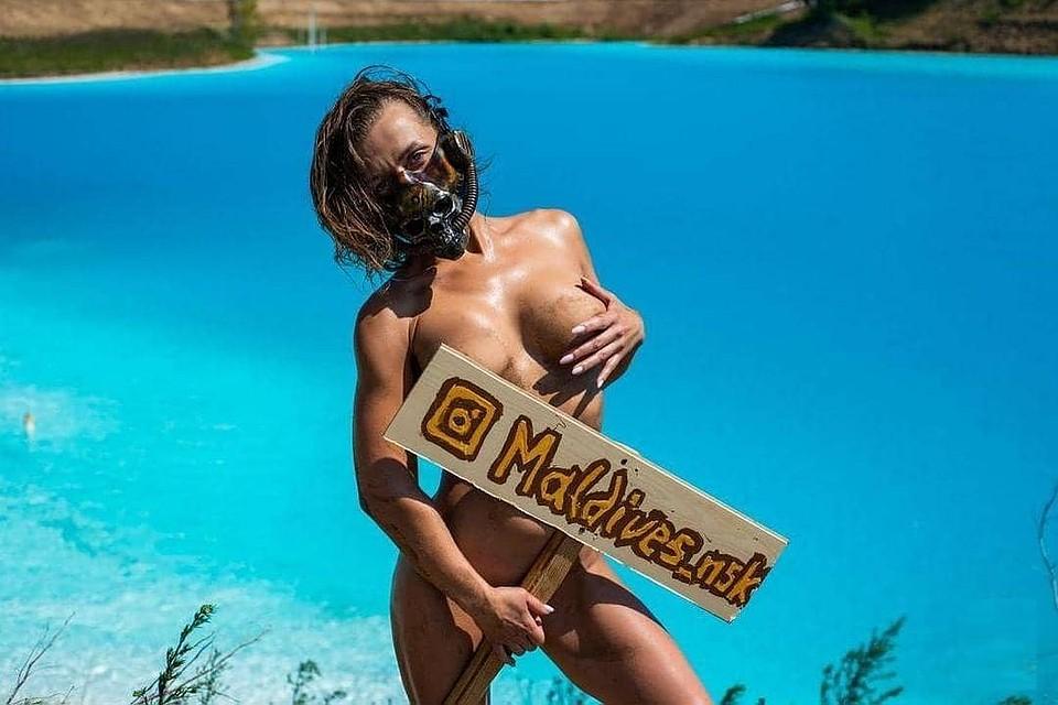 505083a56873e Юлия рискнула зайти в опасное озеро ради эффектных фото. Фото: Михаил  РЕШЕТНИКОВ.