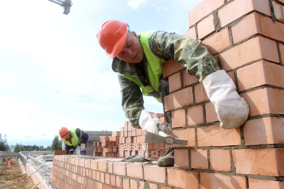 Сейчас на объекте трудятся 26 рабочих из соседней Кировской области