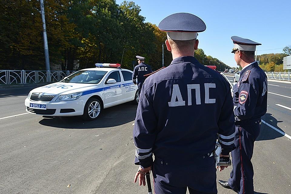 Водитель грузовика в Москве сбил полицейского и дорожного работника
