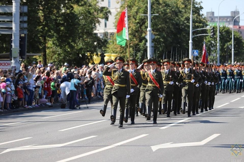 По проспекту Независимости прошел парад. Фото: МЧС