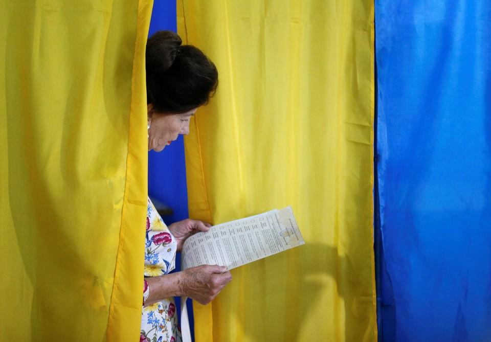 Глава ЦИК Украины заверил, что серьезных нарушений в течение дня зафиксировано не было.
