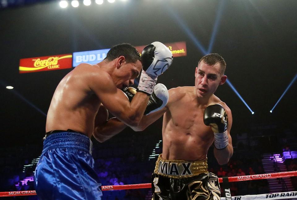 Российский боксер Максим Дадашев (справа)