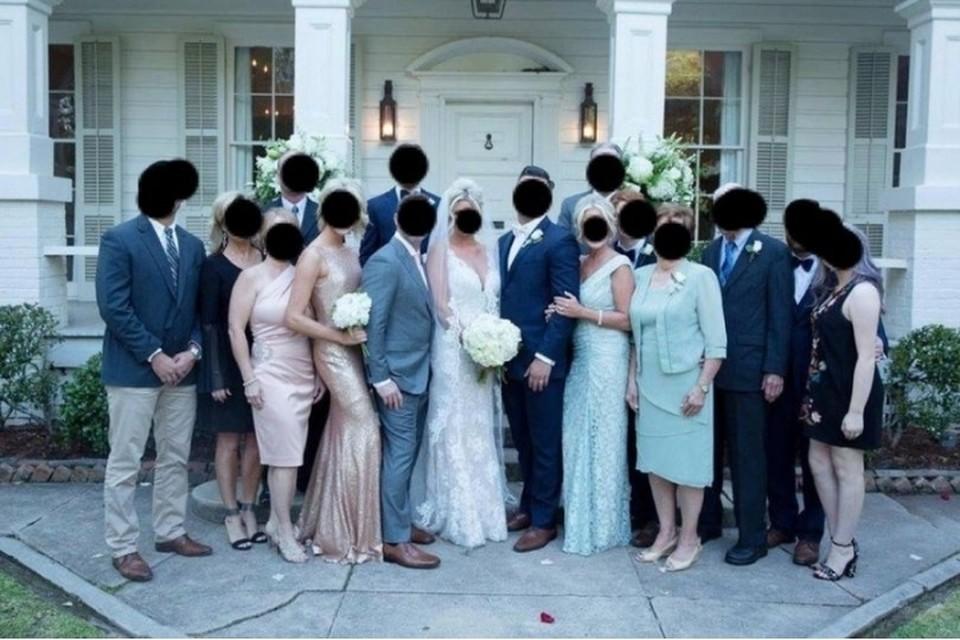 """В Интернете обвинили мать жениха за наряд """"невесты"""""""