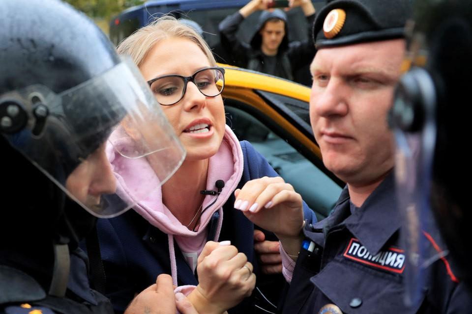Любовь Соболь не удалось попасть на акции протеста.
