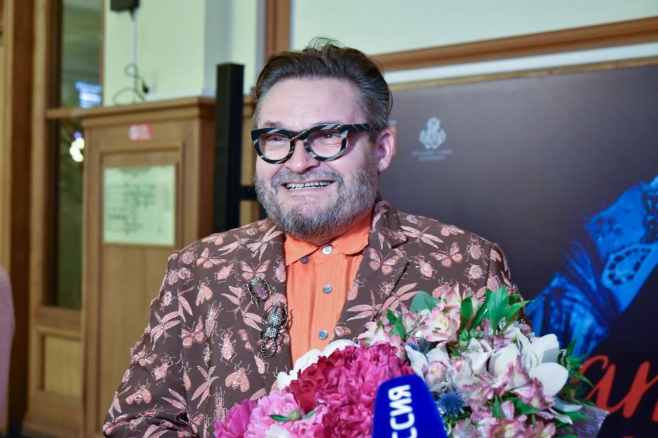 Историк моды Александр Васильев сам провел первую экскурсию.