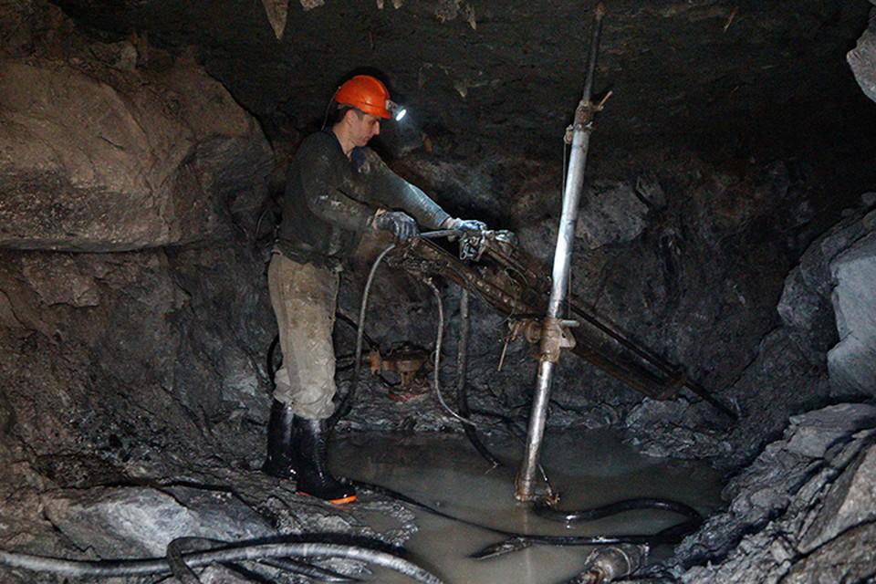 К числу наиболее опасных относятся условия труда шахтеров, горнопроходчиков, работников горно-металлургических и химических производств