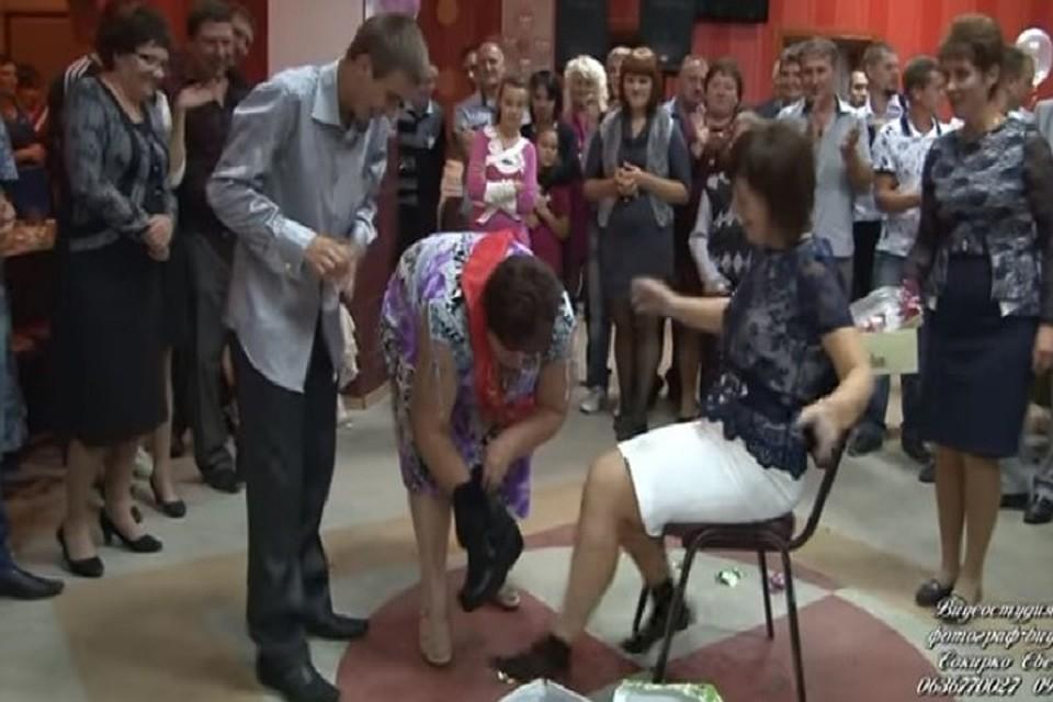 Шокирующие традиции на свадьбах в Молдове: Странно и запредельно дико – особенно, когда жених моет ноги теще самогоном