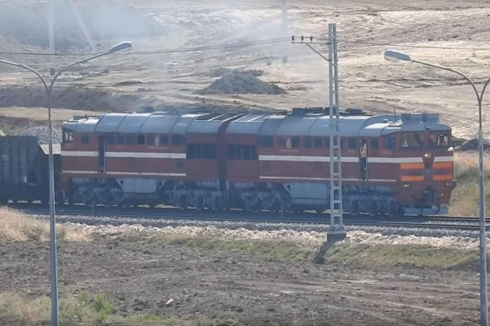 В сети появилось видео с едущим по Крымскому мосту поездом