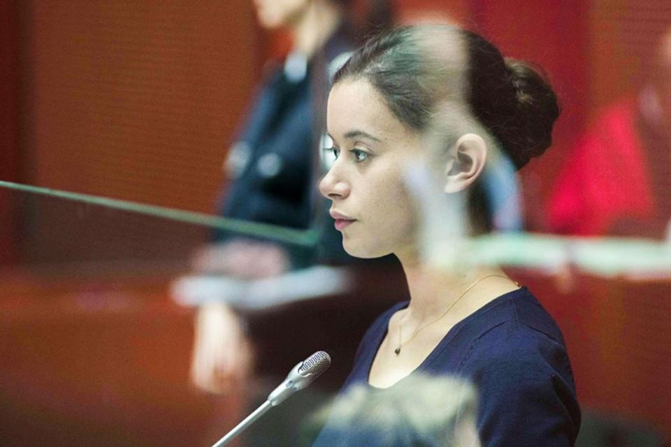 «Девушка с браслетом» - судебная драма, в очередной раз ставящая ребром вопрос фатального отчуждения между поколениями