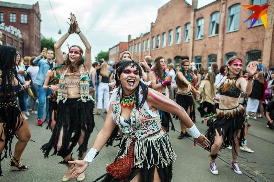 На улице Октябрьской прошло закрытие фестиваля Vulica Brasil.