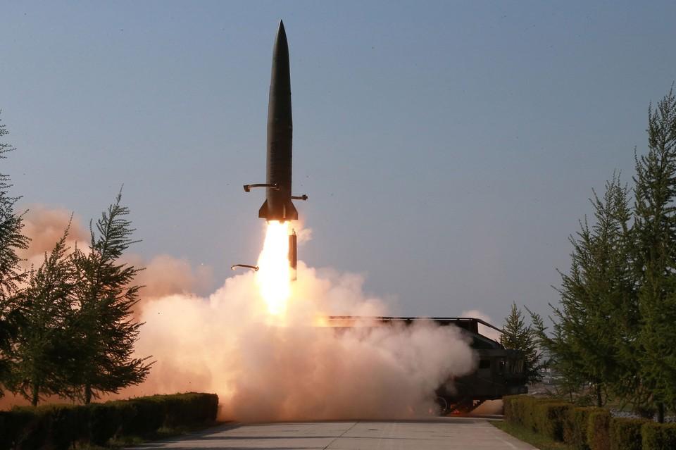 Утром в пятницу Северная Корея провела пуски двух неопознанных снарядов