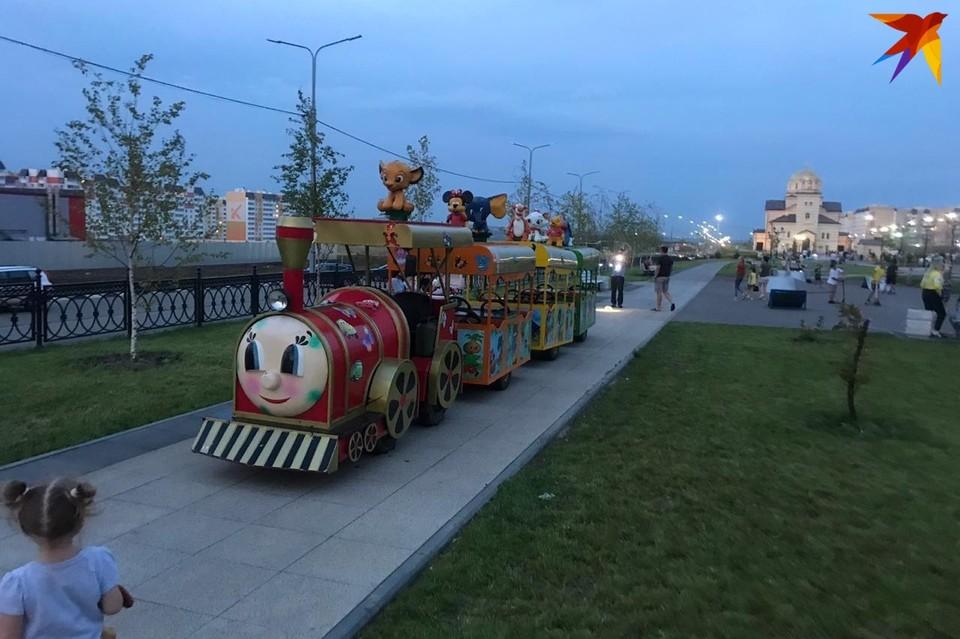 Паровозик на бульваре Героев Отечества переехал ребенка. Фото очевидца